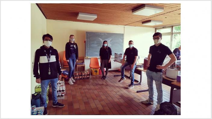 Der JU-Vorstand bei der Elsdorfer Ersatz-Tafel